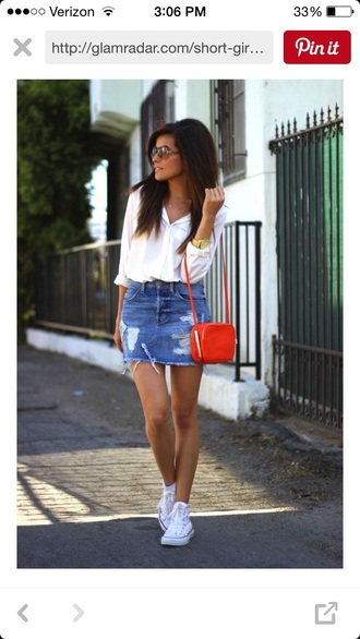 skirt denim denim skirt vintage skirt cute skirt pretty skirts pretty frayed denim skirt blue skirt frayed denim ripped skirt mini skirt red bag bag shirt white shirt sneakers high top sneakers high top converse white converse white sneakers converse sazan hendrix