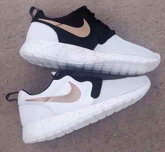 nike running shoes black and white nike roshe run shoes sneakers white white shoes cute shoes trendy low top sneakers nike shoes nike black trainers cool fitness roshe runs nike sneakers gold shoes black white gold nike roshe one nike sportswear roshes