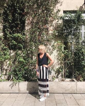 skirt blogger blogger style top striped skirt crochet crochet skirt white sneakers crossbody bag