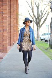 the lipstick giraffe,blogger,belt,hat,denim jacket,leopard print,ankle boots,jacket,dress,shoes,bag,jewels