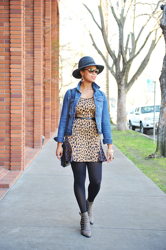 the lipstick giraffe blogger belt hat denim jacket leopard print ankle boots
