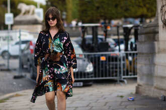 dress fashion week street style fashion week 2016 fashion week paris fashion week 2016 printed dress floral dress belt sunglasses black sunglasses long sleeves long sleeve dress streetstyle