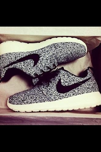 shoes nike nike free run nike sneakers nike sportswear black and white nike roshe run black and white nike roshe run