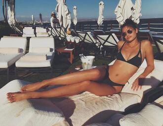 swimwear bikini bikini top bikini bottoms taylor hill instagram beach model model off-duty