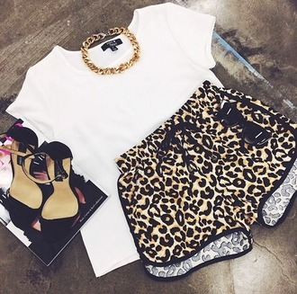 gold chain white t-shirt leopard print outfit dope black sandals printed shorts cat eye outfit idea pool party gold choker gold necklace shorts