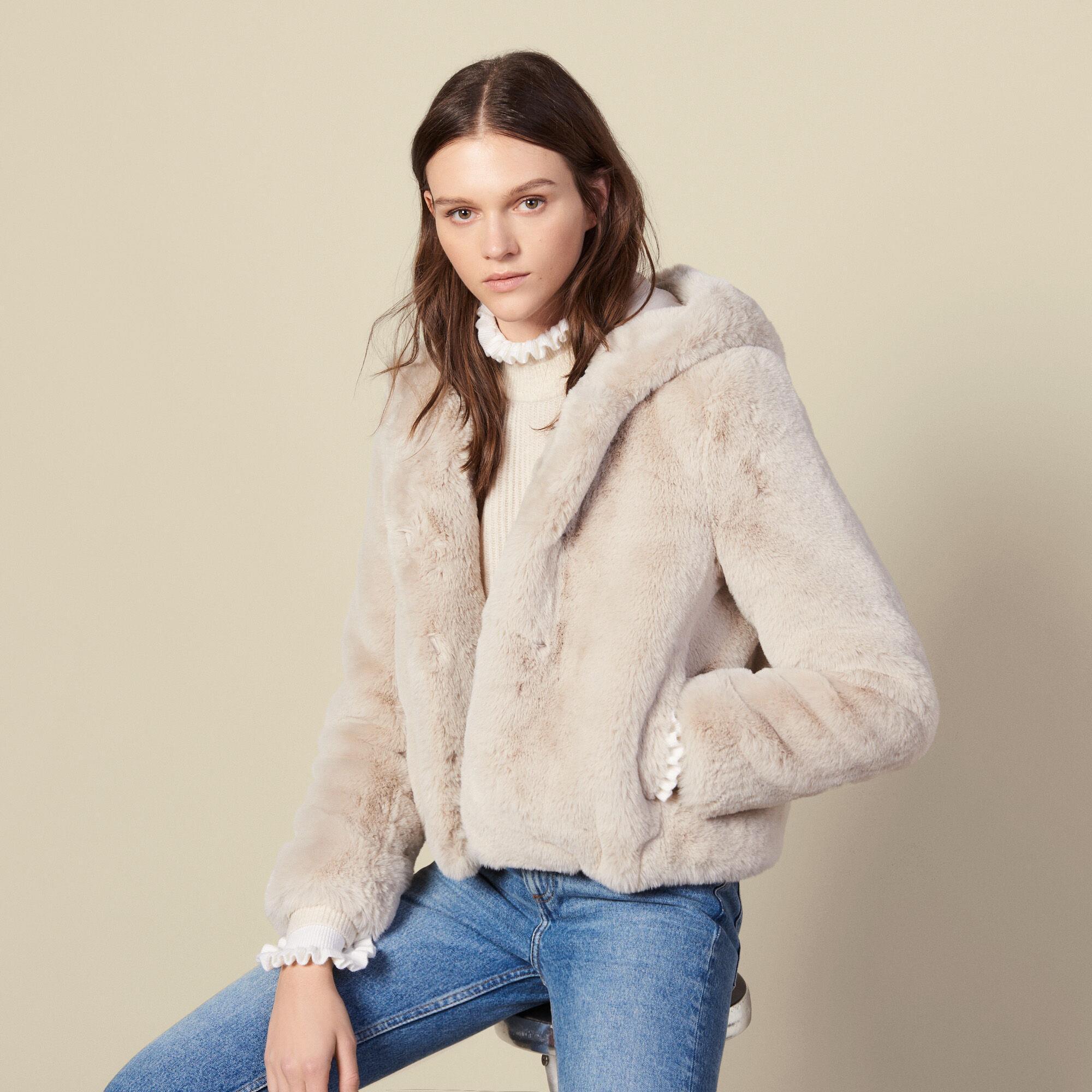 Manteau court en fausse fourrure