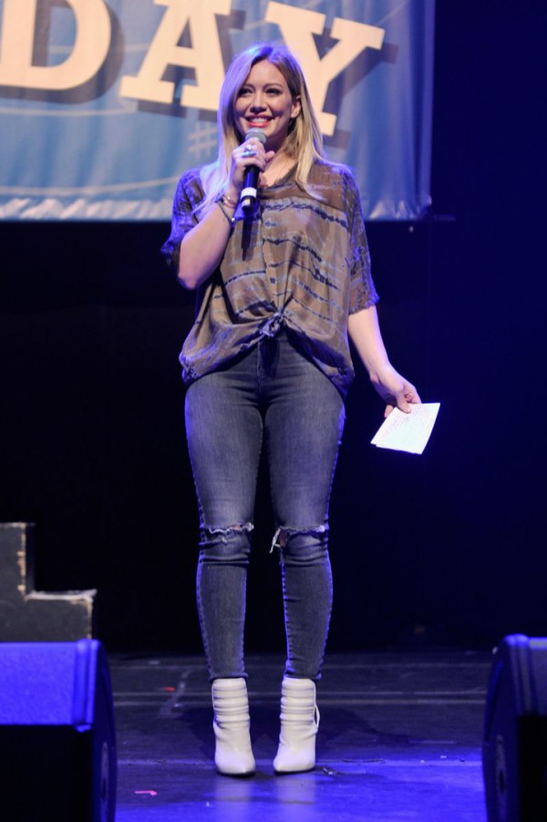 top shirt blouse fall outfits hilary duff boots jeans