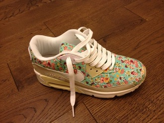 shoes trainers nike blue floral floral pattern amazing flowers flowered shoes beautiful beautiful shoes pretty snikers air max hightops high top air max
