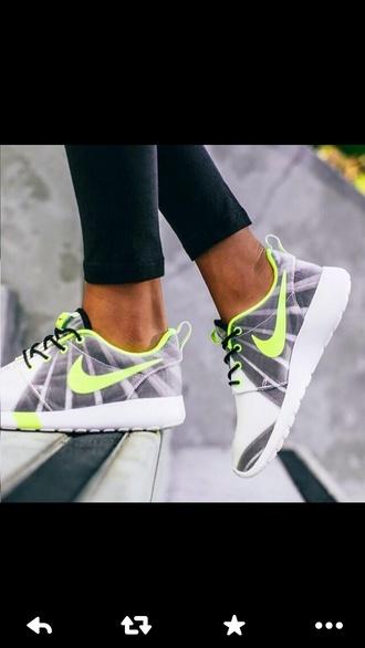 shoes running shoes roshe runs grey grey shoes sneakers nike green light green neon nike running shoes nike sneakers nike running shoes pink blue