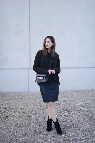 moderosa blogger bag sweater skirt shoes