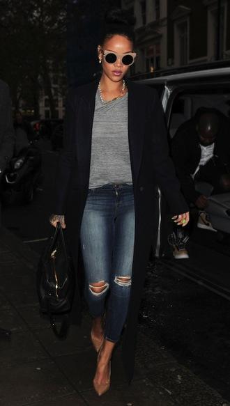 le fashion blogger sunglasses ripped jeans winter coat grey t-shirt
