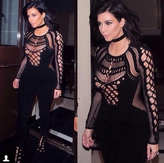 jumpsuit kim kardashian black jumpsuit jewels jewelry necklace choker necklace black choker kardashians keeping up with the kardashians celebrity style celebrity black