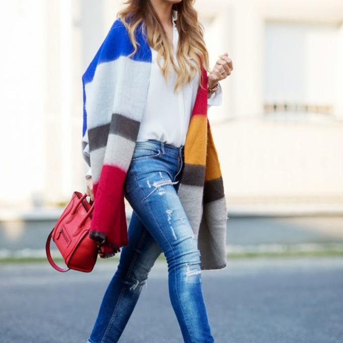 jeans blogger blanket bag cashmere in style mirrored sunglasses light blue jeans scarf red