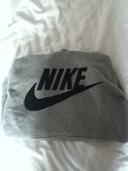 sweater gris nike a fashion love affair