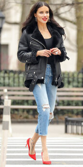 jeans,top,celebrity,model off-duty,adriana lima,spring outfits,pumps,cropped jeans