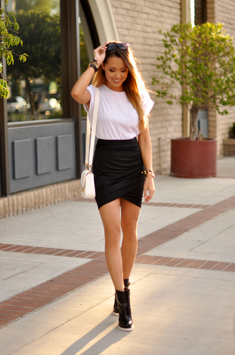 hapa time blogger draped black skirt black boots white t-shirt white bag