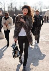 coat,fur,faux fur,black skinny jeans,big fur coat,brown coat,fur coat,white top,top,bianca balti,bag,printed bag,jeans,black jeans,model,streetstyle,shoes,studded shoes,studs