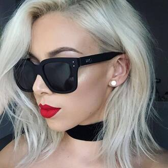 sunglasses quay red lipstick black sunglasses black choker hairstyles blonde hair jewels absolutemarket choker necklace jewelry necklace jewel cult black velvet choker