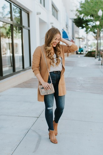 t-shirt striped t-shirt cardigan skinny jeans cut-out booties crossbody bag blogger blogger style