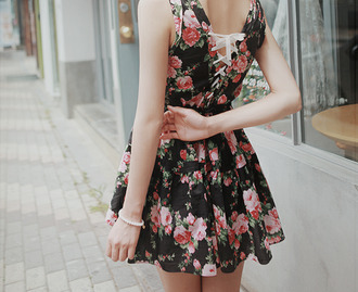 dress floral short rose pink red green short dress floral pattern floral dress flowers jewelry tumblr shorts lovely pepa