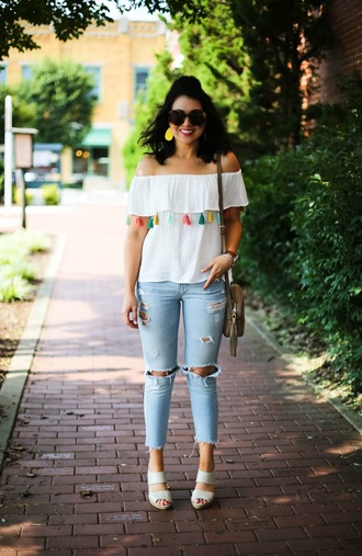 life & messy hair blogger top shoes sunglasses jewels bag jeans