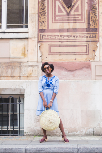 iwantyoutoknow blogger dress bag sunglasses shoes blue dress round bag summer outfits round tote