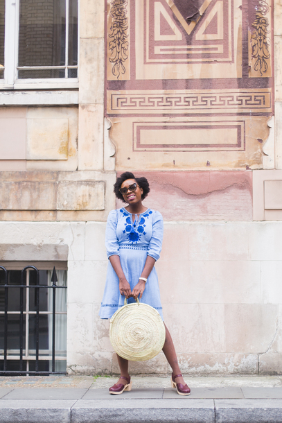 iwantyoutoknow blogger dress bag sunglasses shoes blue dress round bag summer outfits
