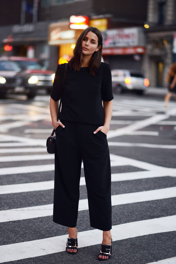 harper & harley blogger top bag pants black culottes black pants culottes wide-leg pants black top sandals high heel sandals mules black mules black bag all black everything