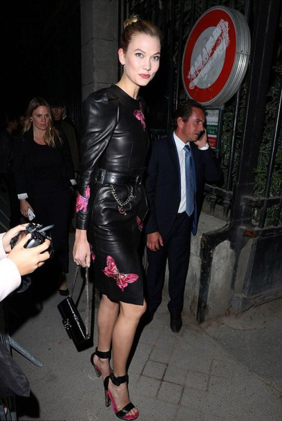 dress leather skirt karlie kloss streetstyle paris fashion week 2016 model off-duty sandals shoes