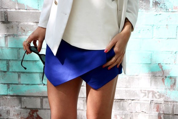 white top skirt blue skirt envelope skirt sunglasses white blazer
