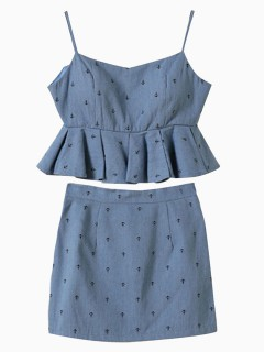 Piece suit with ruffle cami top and skirt