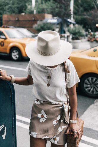 t-shirt tumblr white t-shirt felt hat hat white hat skirt mini skirt floral floral skirt wrap skirt bag