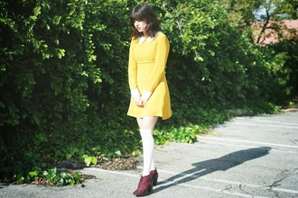 a fashion nerd blogger shoes yellow dress collared dress