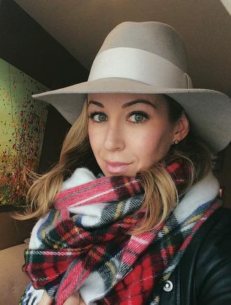 brooklyn blonde blogger scarf tartan earrings fall outfits hat