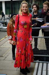 top,floral,floral skirt,margot robbie,celebrity,two-piece,fall outfits,red,turtleneck,bodysuit