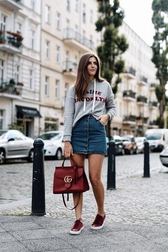 top sneakers tumblr sweatshirt grey sweater skirt mini skirt denim denim skirt low top sneakers red sneakers bag red bag shoes