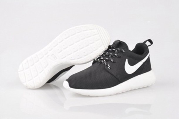 nike black roshe run women