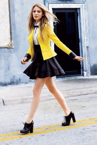 shirt yellow skirt