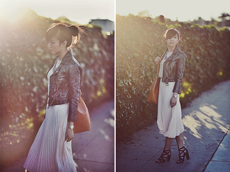 fresh fizzle blogger t-shirt pleated skirt leather jacket white skirt black heels