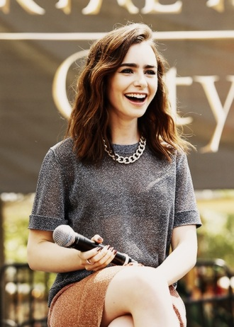 t-shirt lily collins grey t-shirt folded sleeves