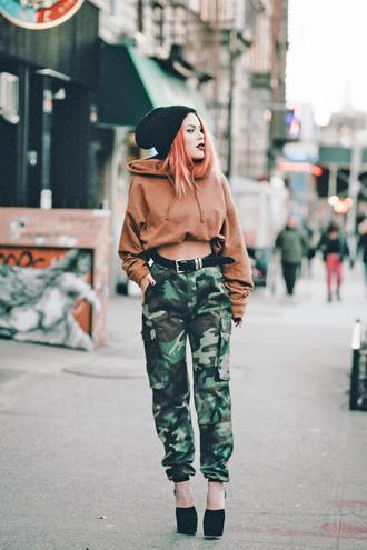 pants tumblr camouflage camo pants belt high heels heels shoes hoodie cropped hoodie crop tops cropped beanie grunge