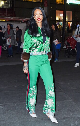 pants sweatpants sweatshirt jacket rihanna ankle boots green spring outfits shoes