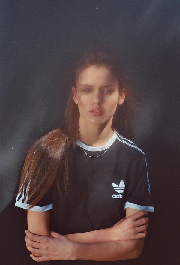t-shirt adidas adidas tee sportswear sportswear sporty beautiful girl model summer blue stripes white blue tee t-shirt necklace silver shirt