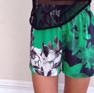 shorts green instagram style pants bottoms leaves printed shorts hipster cute hipster shorts black white top