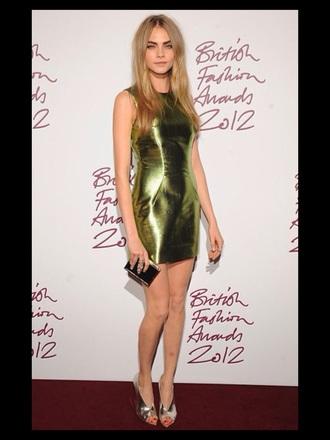 green dress cara delevingne