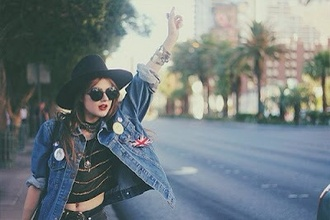 hat jacket denim jacket badge tumblr tumblr outfit tumblr girl weheartit instagram indie grunge boho jewelry boho bohemian girl hipster wishlist grunge wishlist girly wishlist sunglasses summer outfits 90s style
