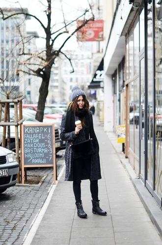 jestem kasia blogger scarf bag jeans grey coat pom pom beanie combat boots winter outfits grey beanie