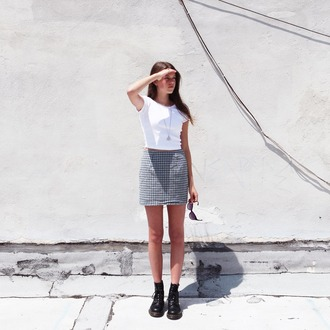 skirt mini skirt tumblr checkered top white white crop tops crop tops necklace boots black boots flat boots summer outfits mini skirt and ankle boots