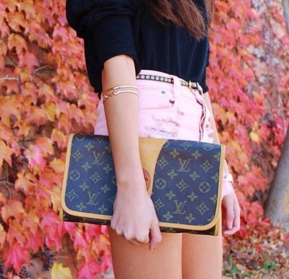clothes bag pink black summer jewels shirt shorts top blouse black blouse black shirt cute shorts jeans shorts short pastel pink pochette handbags handbag louis vuitton gold jewelry gold jewels bracelet bracelets gold bracelets belt black belt