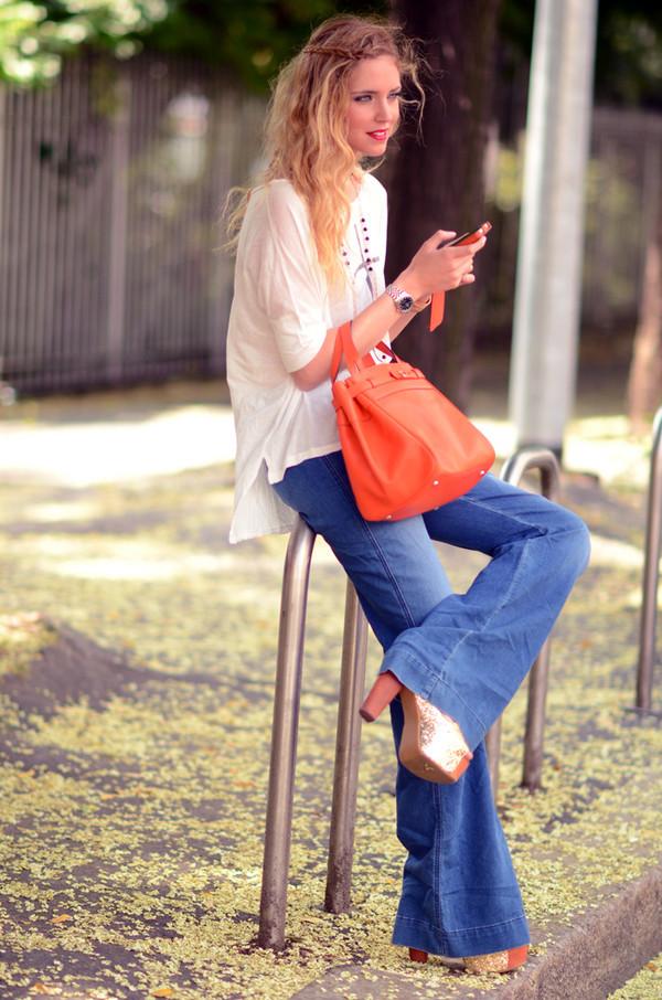 chiara ferragni the blonde salad blue jeans red bag blouse jeans bag